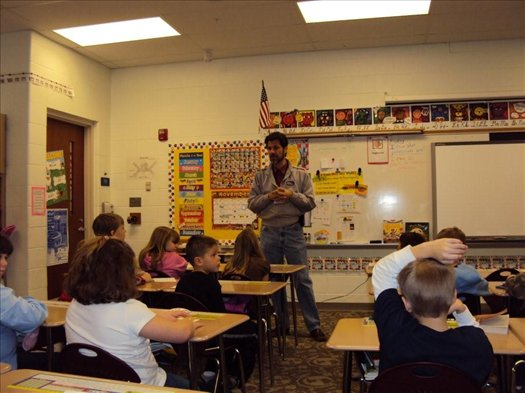 Montpelier Alumni working for NASA visits Mrs. Lee's Second Grade Class